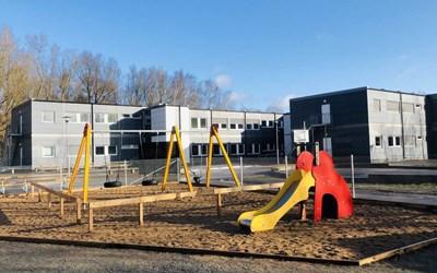 I väntan på ny förskola finns vi nu i fina, fräscha moduler vid Österänggymnasiet, omgivna av skog och härliga utflyktplatser.