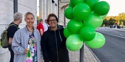 Hanna och Ella från Kristianstads kommun hälsade studenterna välkomna till hit.