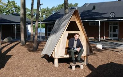 Daniél Tejera, ordförande i barn- och utbildningsnämnden är imponerad av de nya utemiljöerna.