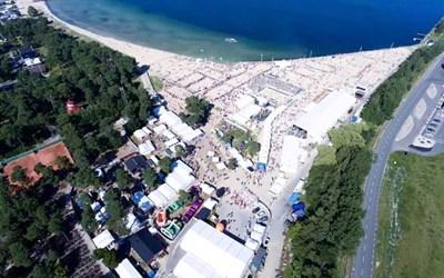 Evenemangsstranden från ovan. Pressbild från Åhus Beach.