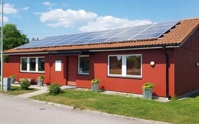 Den här bostadsrättsföreningen fick hjälp från Energi- och klimatrådgivningen med upphandling av en solcellsanläggning.