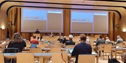 Bild bakifrån i sessionssalen