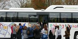 Biogasbussen invigdes utanför Nosabyskolan