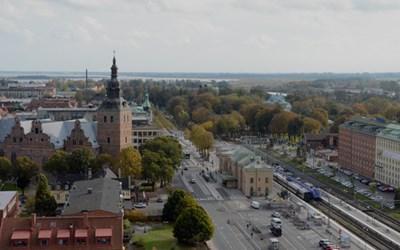Vy över Kristianstad. Kyrkan och järnvägsstationen.