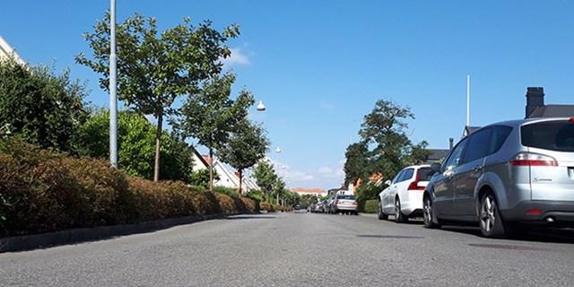 Tekniska förvaltningen tar fram ett förslag om boendeparkering på Egna hem, som komplement till de nya reglerna.