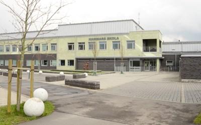 Huvudingången på Hammars skola.