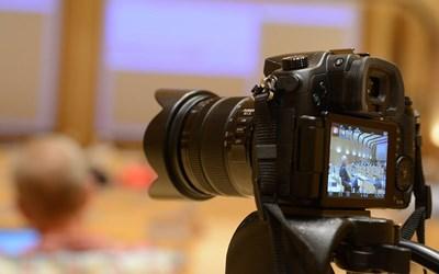 Kristianstads fullmäktigesammanträden filmas och sänds live via webb-TV.