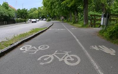 Cykel- och gångväg med cyklister.
