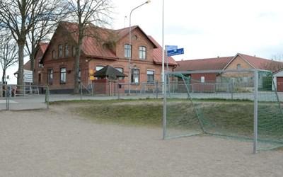 Viby skola ligger cirka6 kilometer söder om Kristianstad.