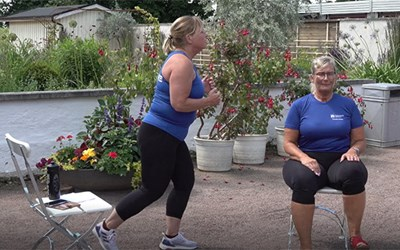 Sommargympa med äldrepedagogerna Kristina Persson och Irene Steimer
