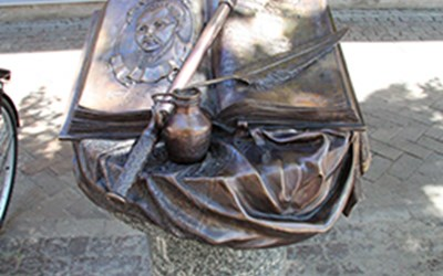 Skulptur till minne av Filip Orlik