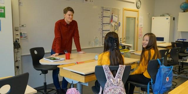 Ungdomar erbjuds jobb inom kommunala bristyrken som till exempel skola och förskola.
