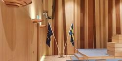 EU-flagga och svensk flagga i Rådhus Skåne