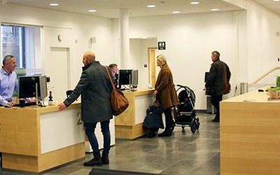 Besökare hos medborgarcenter i Rådhus Skåne.