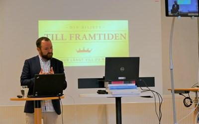 Lektor Simon Hjort föreläste i livesändning.