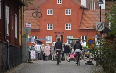 Smakmarknad på torget i Åhus