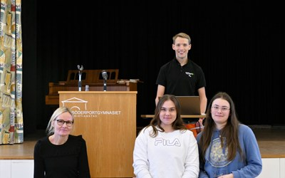 Föreläsare PAX, rektor Evalotta Enqvist samt eleverna Amanda Tornemark och Alicia Freyer.