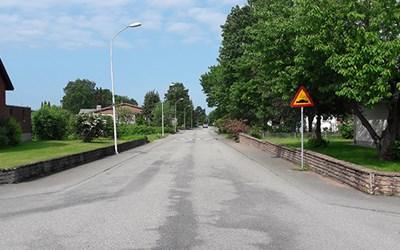 På Tulpanvägen kommer den tillfälliga avstängningen ersättas med hastighetsdämpande åtgärder.