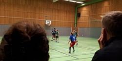 Handbollsspelande barn