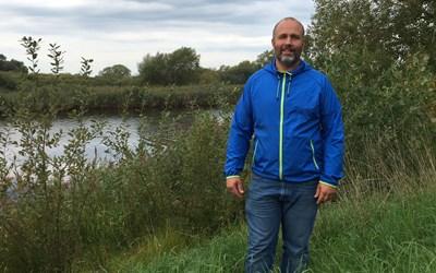 """Projektet """"Våtare mark"""" ska hålla kvar vatten i landskapet och till detta projekt har limnolog Andreas Jezek fått 5,3 miljoner kronor i statliga LONA-medel."""