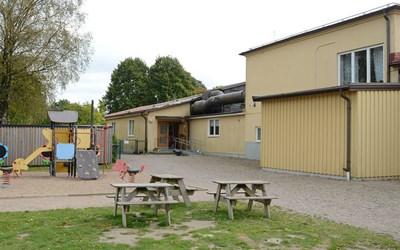 Huaröds förskola har en avdelning med ca 20 barn i åldrarna 1-6 år.