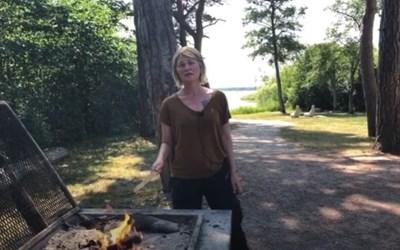 Tänk på säkerheten när du grillar i naturen. Jenny Sahlström ger nyttiga tips i filmen här på sidan.