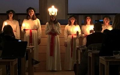 I pausen fick fullmäktigeledamöterna och åhörarna njuta av Kristianstads lucia.
