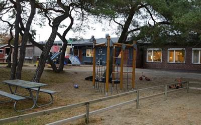 Talldungens förskolas utemiljö inbjuder till många olika lekar och aktiviteter.