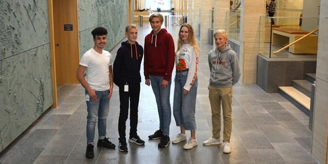 Mustafa Sharif, Elias Hansson, Filip Svensson, Sara Liedholm och Erik Hoff. Fem av medlemmarna i Kristianstads kommuns ungdomsråd.