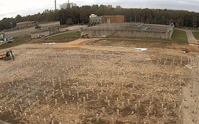 Om alla pålar som ska bära upp den nya delen av reningsverket läggs på rad blir sträckan sju mil lång.