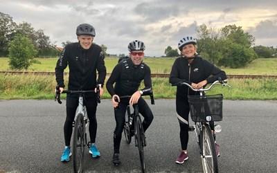Cyklande ambassadörer på väg till jobbet.