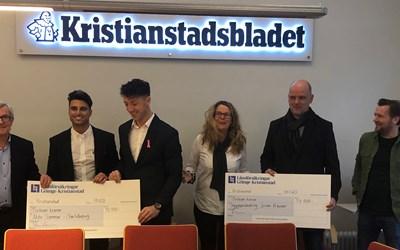 Projektledarna för Aktiv sommar på Charlottesborg, Ali Shakir Mahmood och Drilon Hajdari vid prisutdelningen på Kristianstadsbladets redaktion