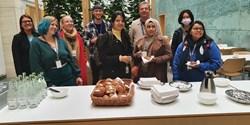 Svensk fika med kanelbullar uppskattades av de internationella studenterna.