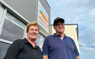 Helen och Pål Nilsson driver Lyckås Gård och Nyskördade Morötter i Fjälkinge.