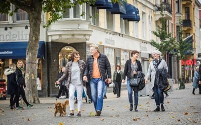 Flanerande människor i Handelsstaden Kristianstad
